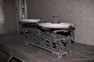 Old-fashioned Weighing Scales | www.myfoododyssey.com