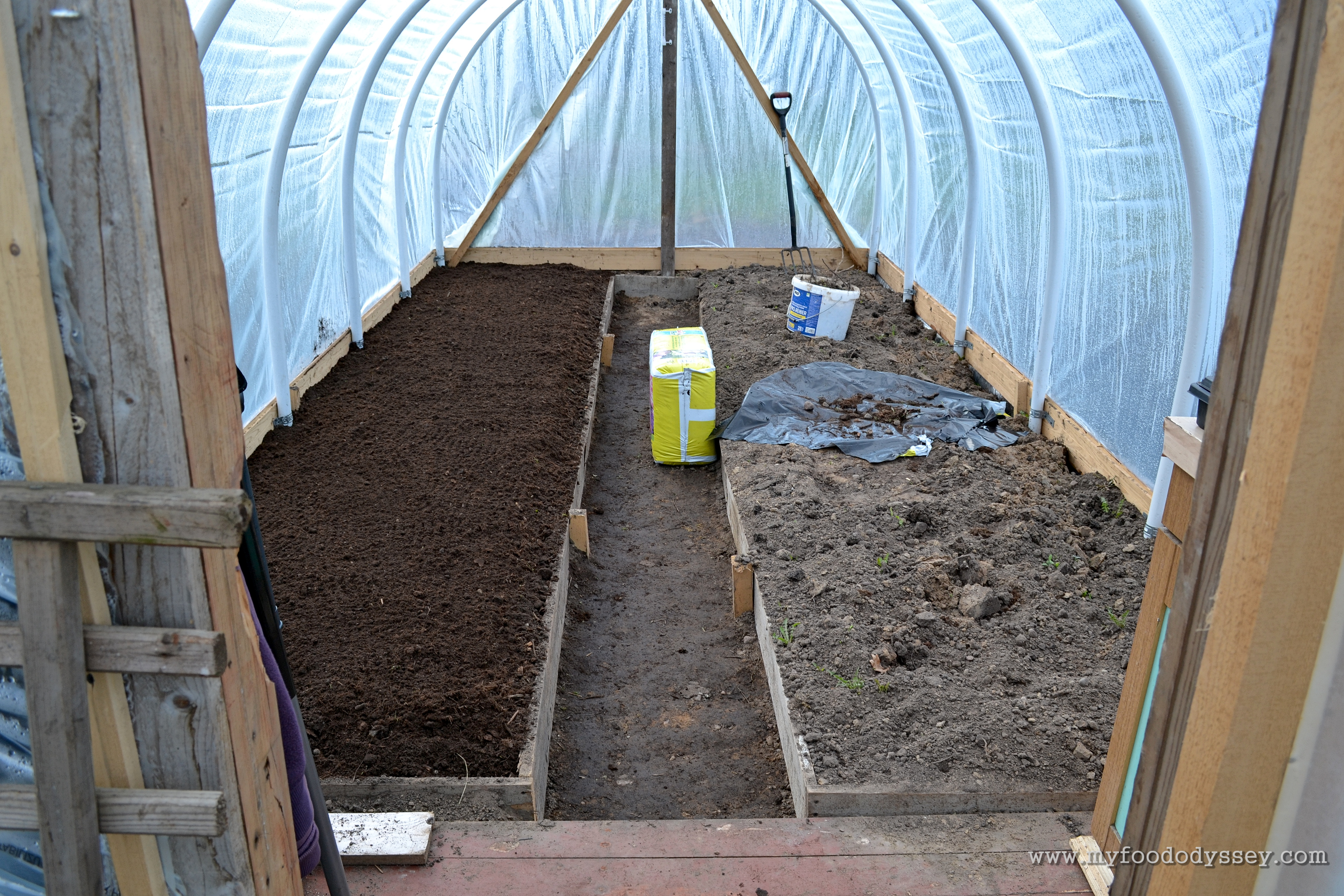 how to put up a polytunnel