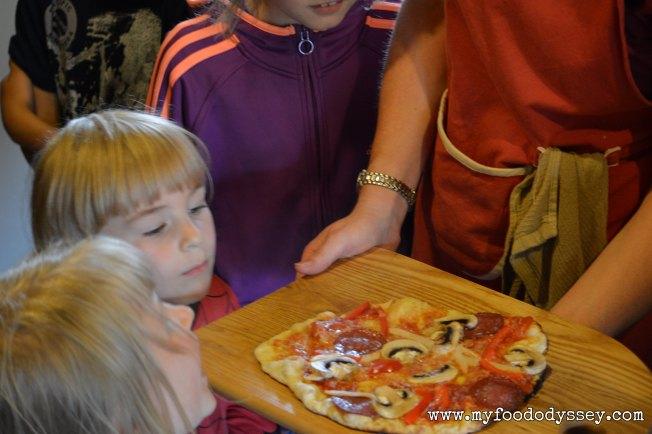 Kid's Pizza Demo Teatriukas | www.myfoododyssey,com